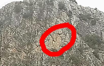 15 Gündür Kayalıklarda Mahsur Kalan Keçi Kurtarılmayı Bekliyor